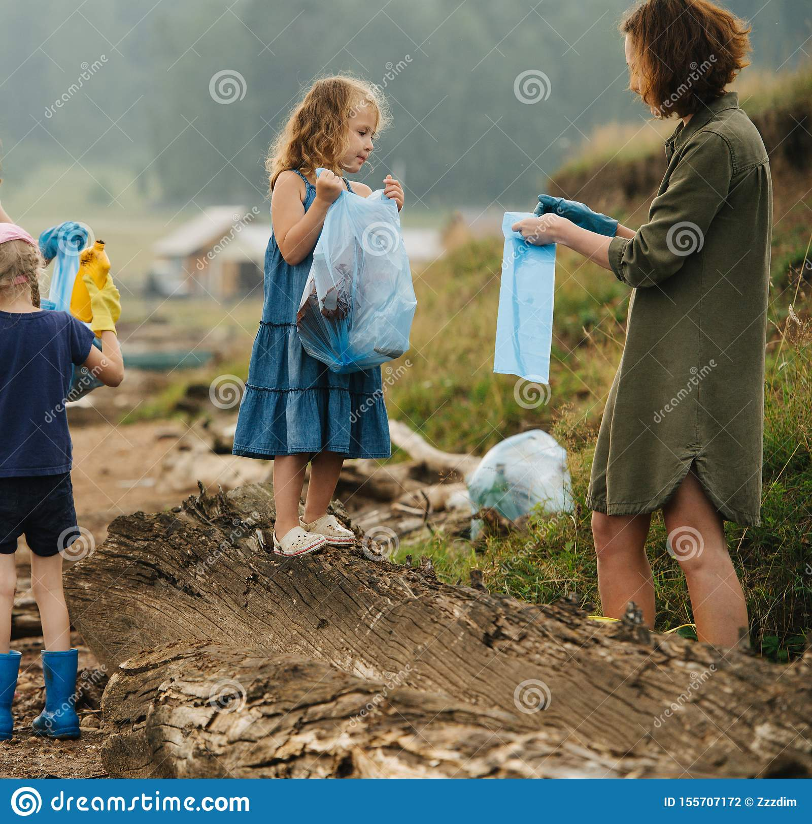 Kids Collecting River Mussels Editorial Photography