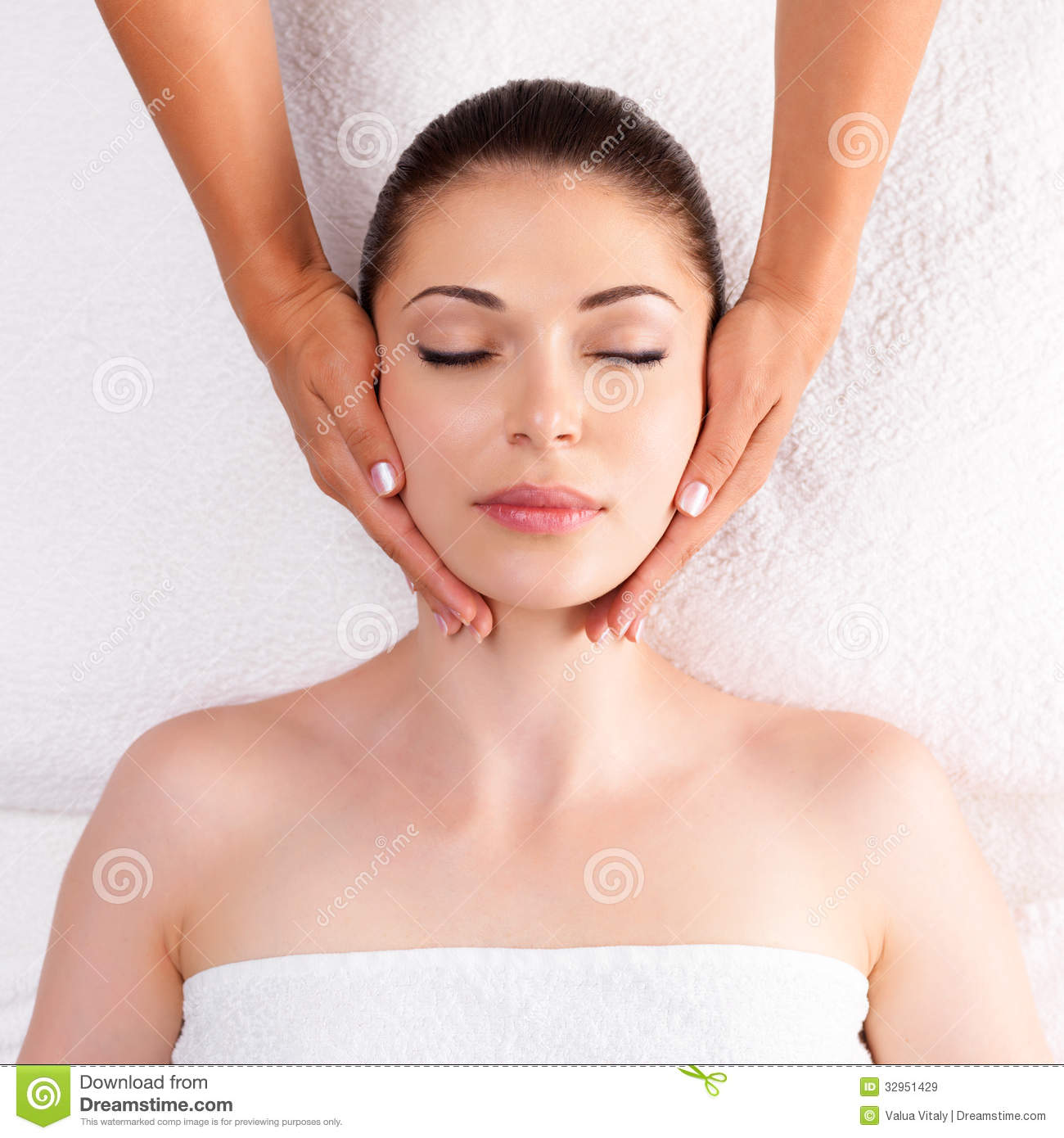 Woman Having Massage Of Body In Spa Salon Royalty Free Stock Images - Image: 32951429