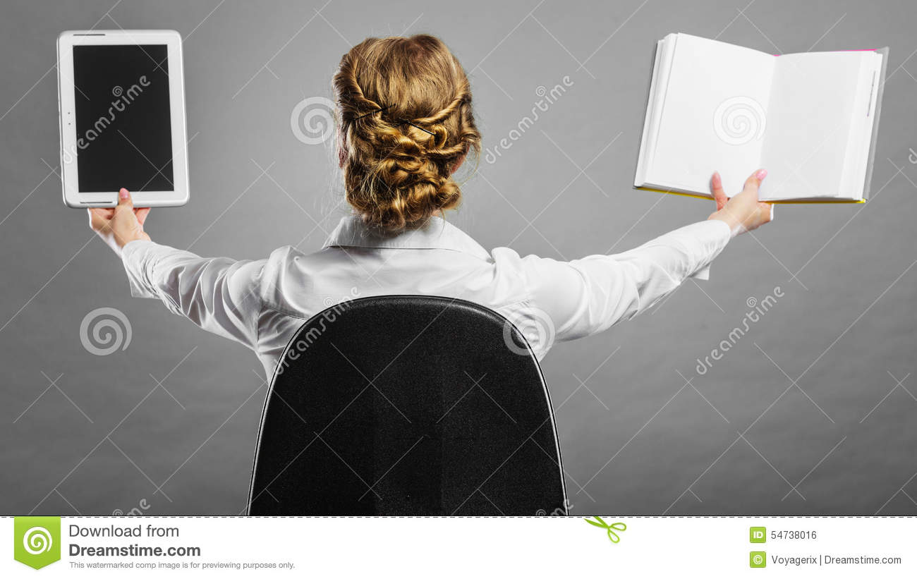 ebooks vs traddistional books You are reading should e-books replace paper books [speech] random this is a speech i wrote in english about the replacement of traditional books with e-books.
