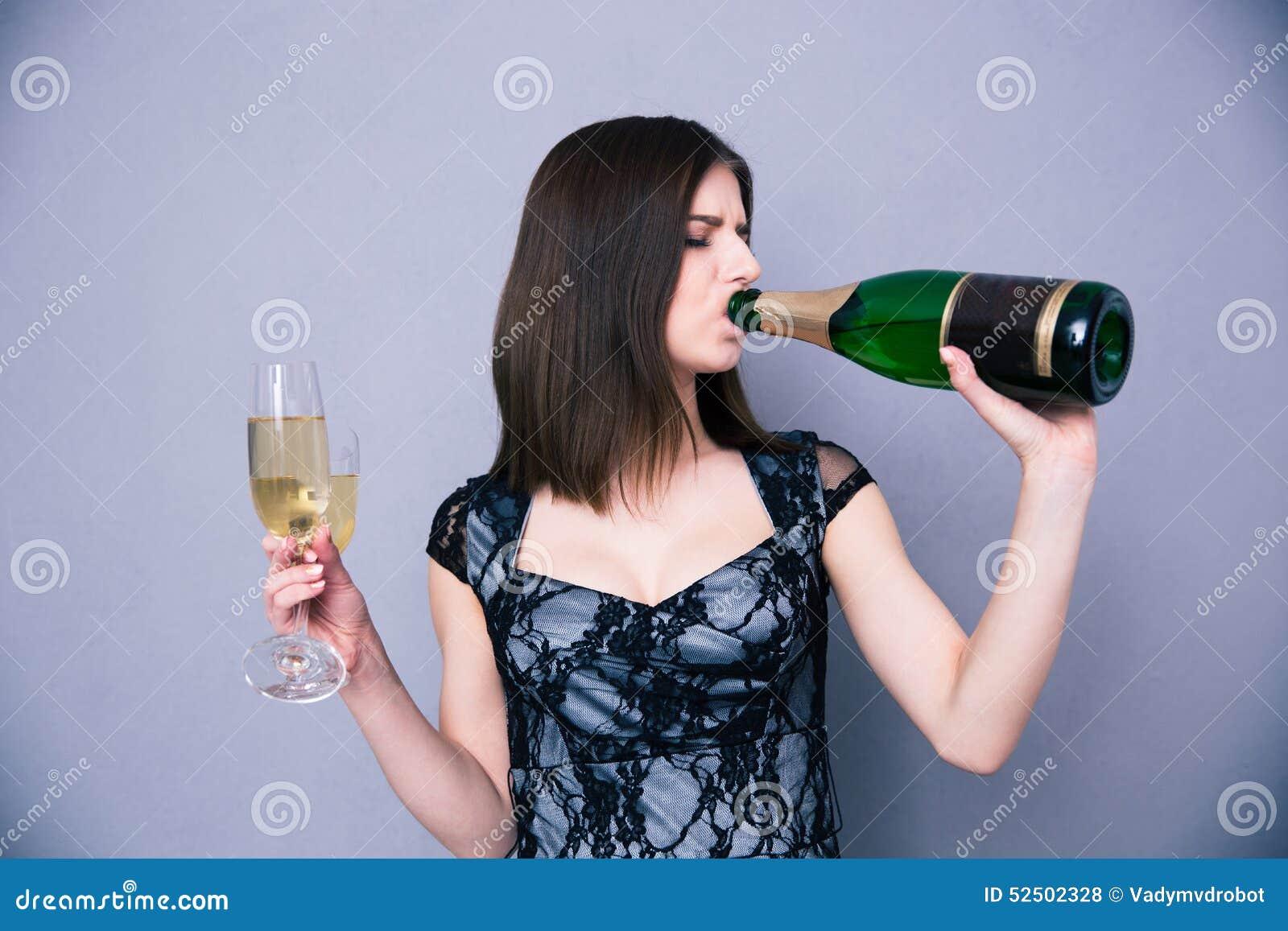 Бутылка в пизде девушки фото  голые женщины в пизде бутылочка