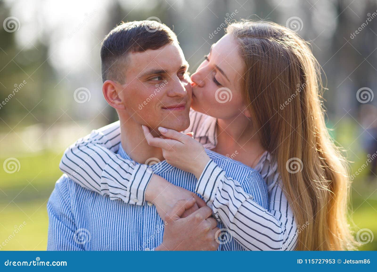 how to enjoy kissing your boyfriend