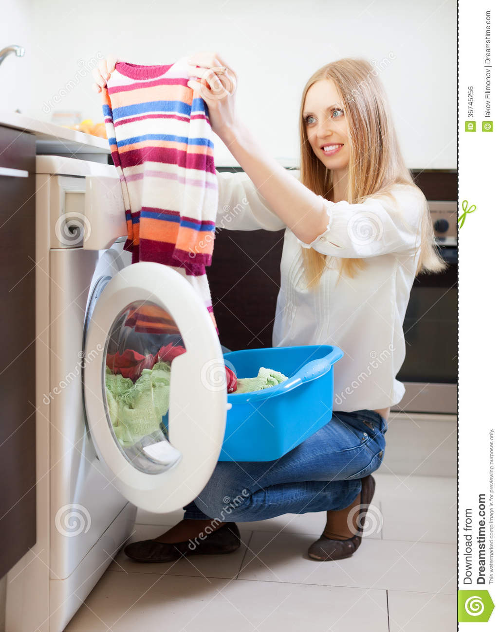 washing machine with clothes:
