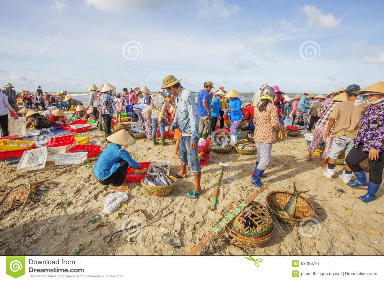 Woman and man working on the beach near long hai fish for Closest fish market