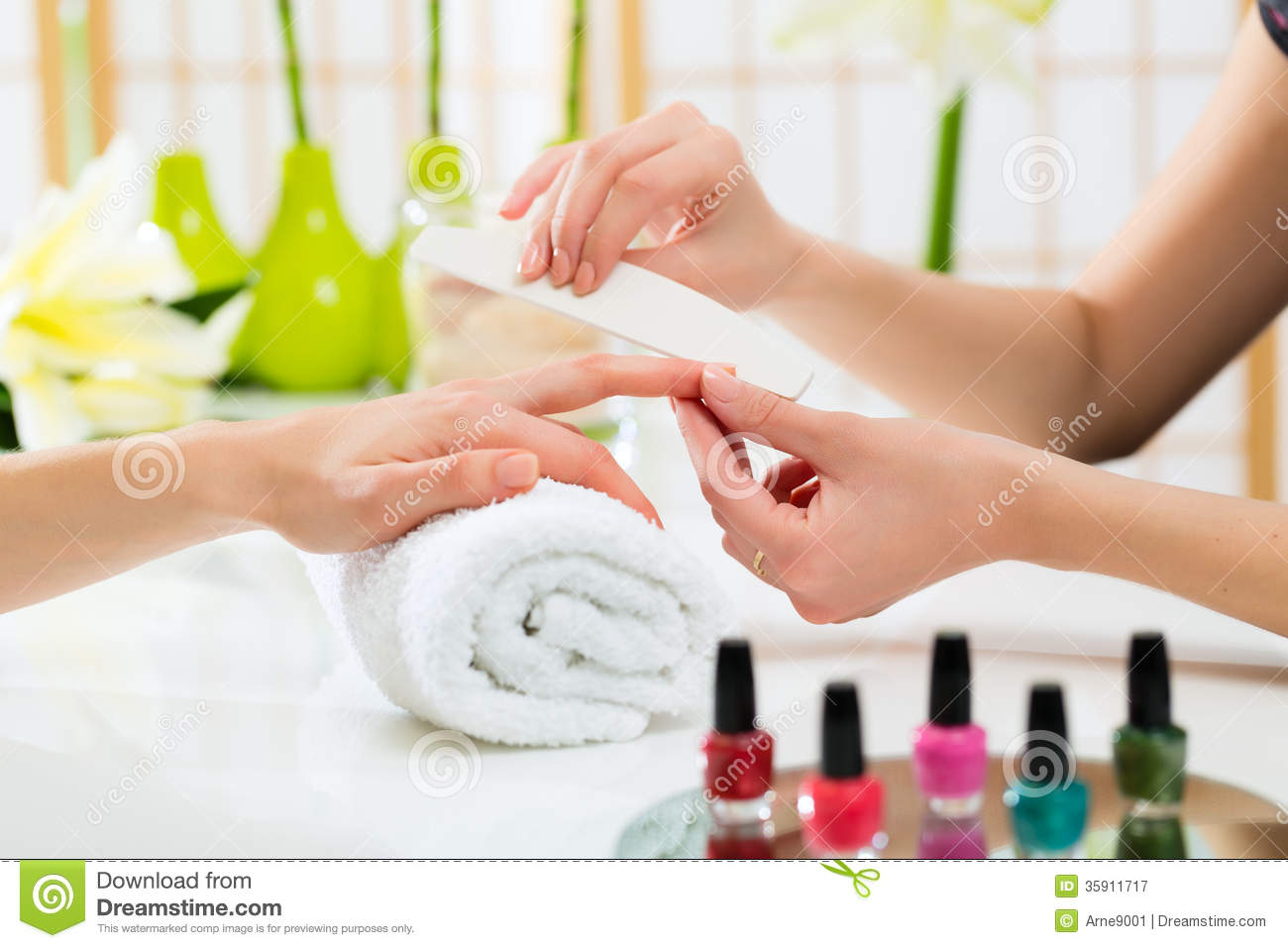 Woman In Nail Salon Receiving Manicure Stock Image Image Of Polishing Nails 35911717