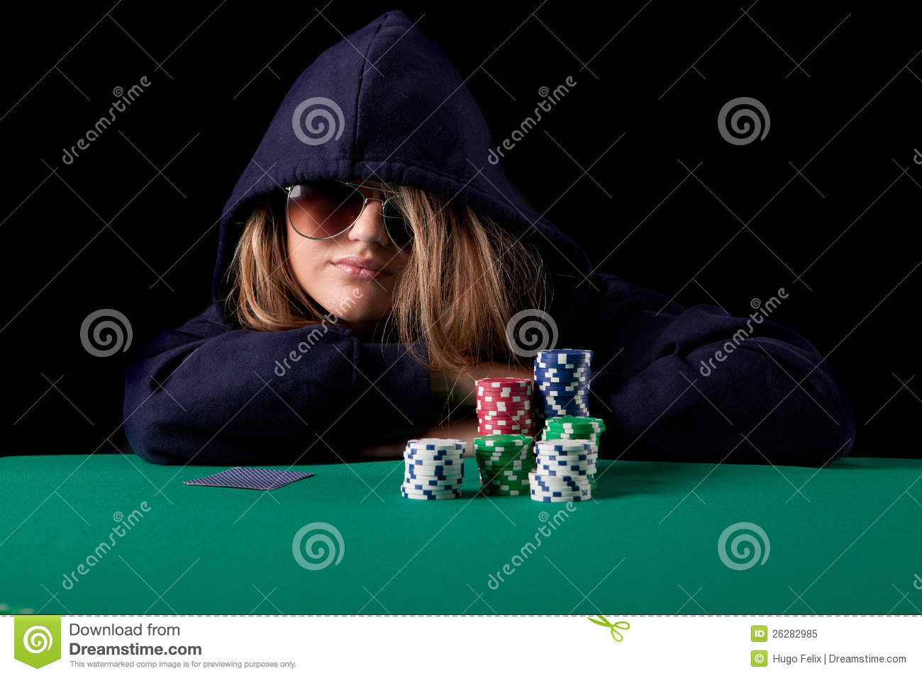 How many cards do u deal in texas holdem