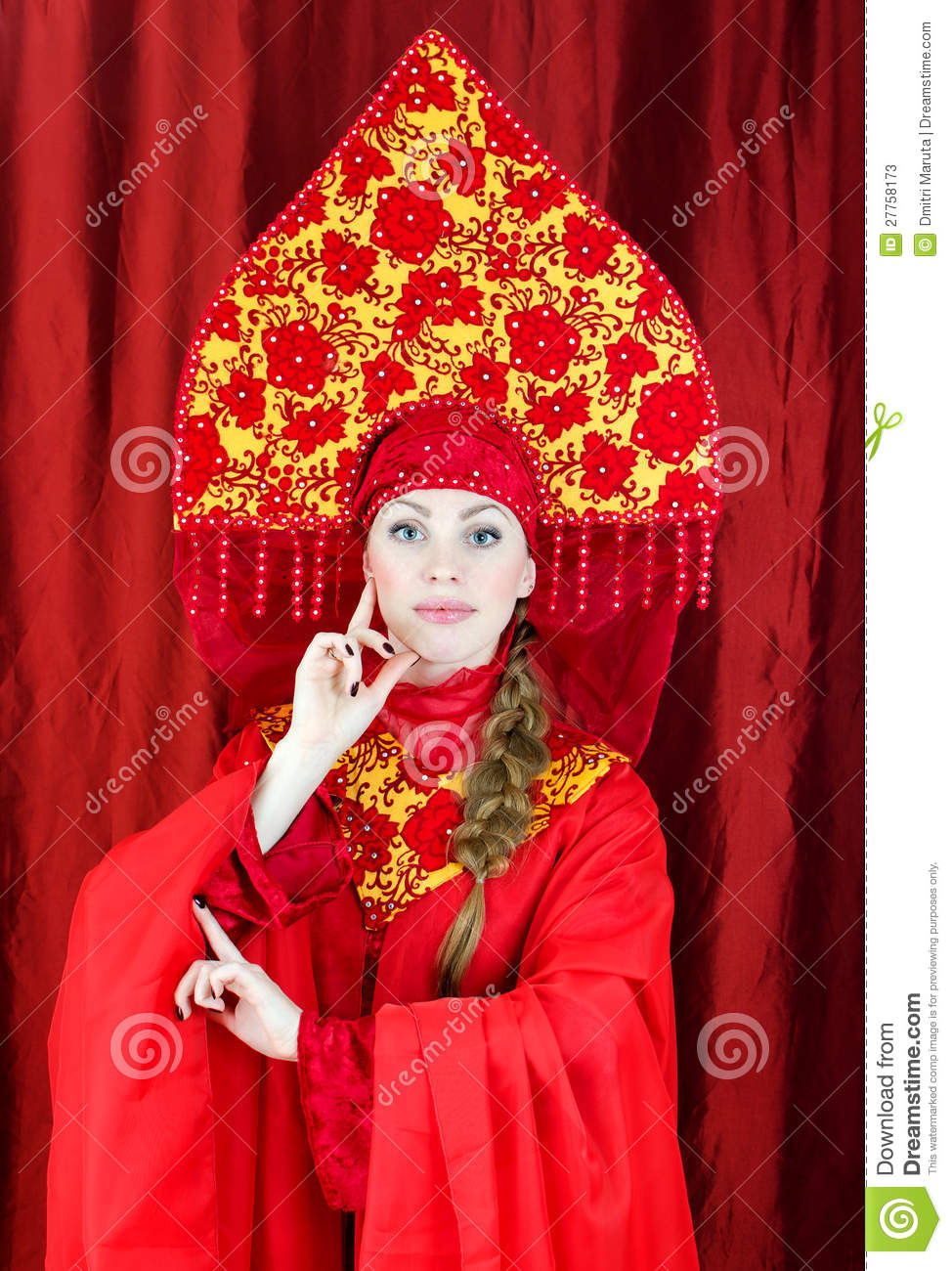Russian girls in traditional russian clothing
