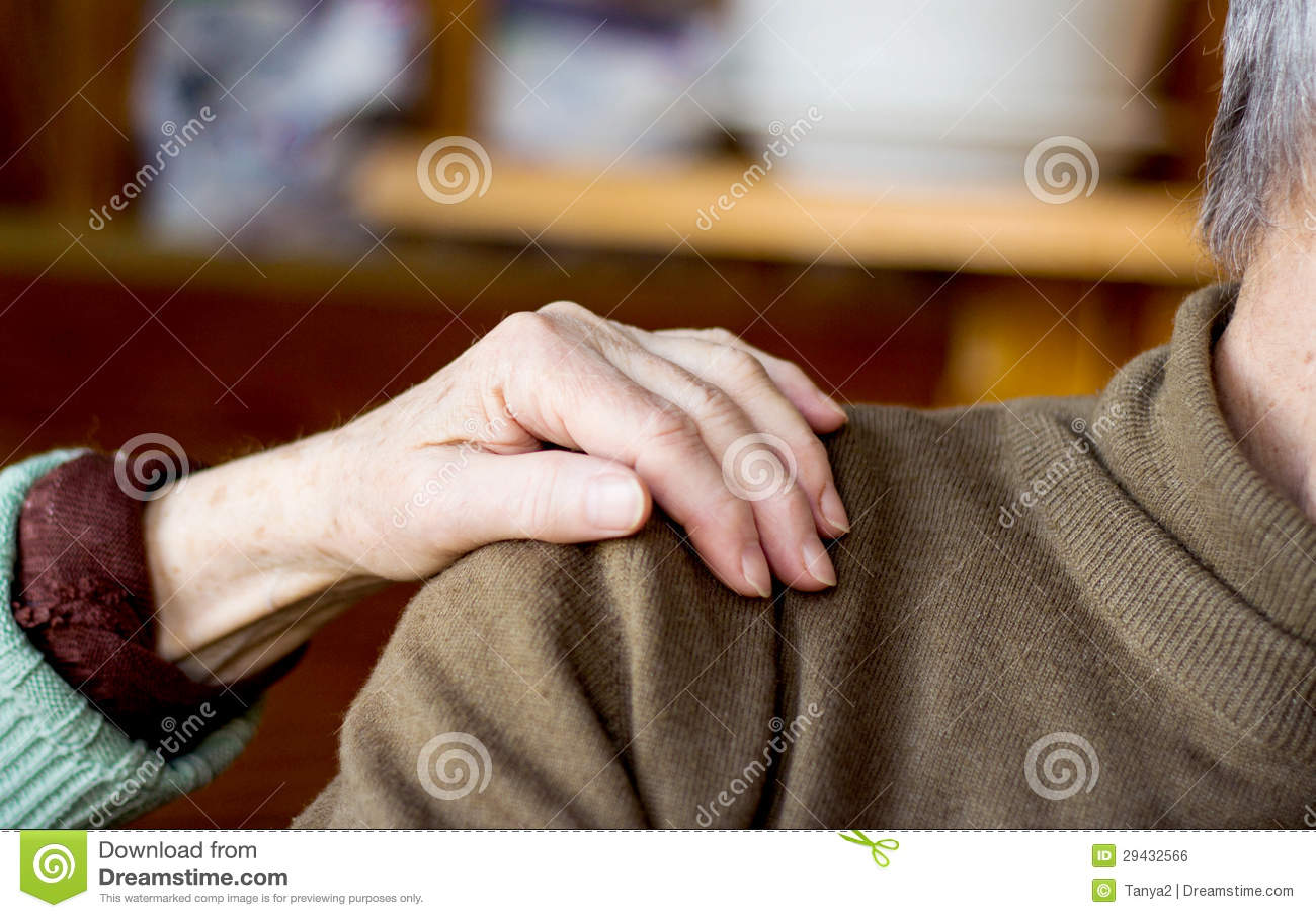 devushka-parnyu-rukami