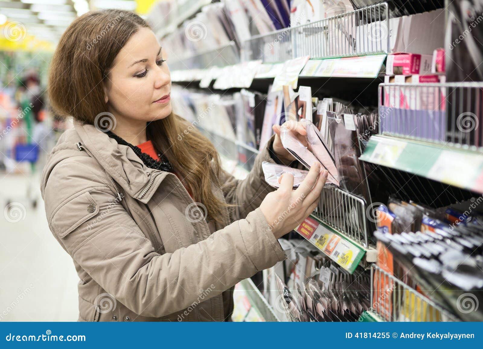 Трахнул продавщицу в магазине, С продавщицей - бесплатное порно онлайн 25 фотография