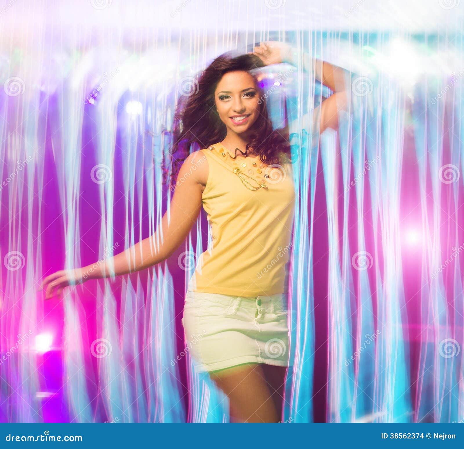 Танцы в короткой юбке 3 фотография