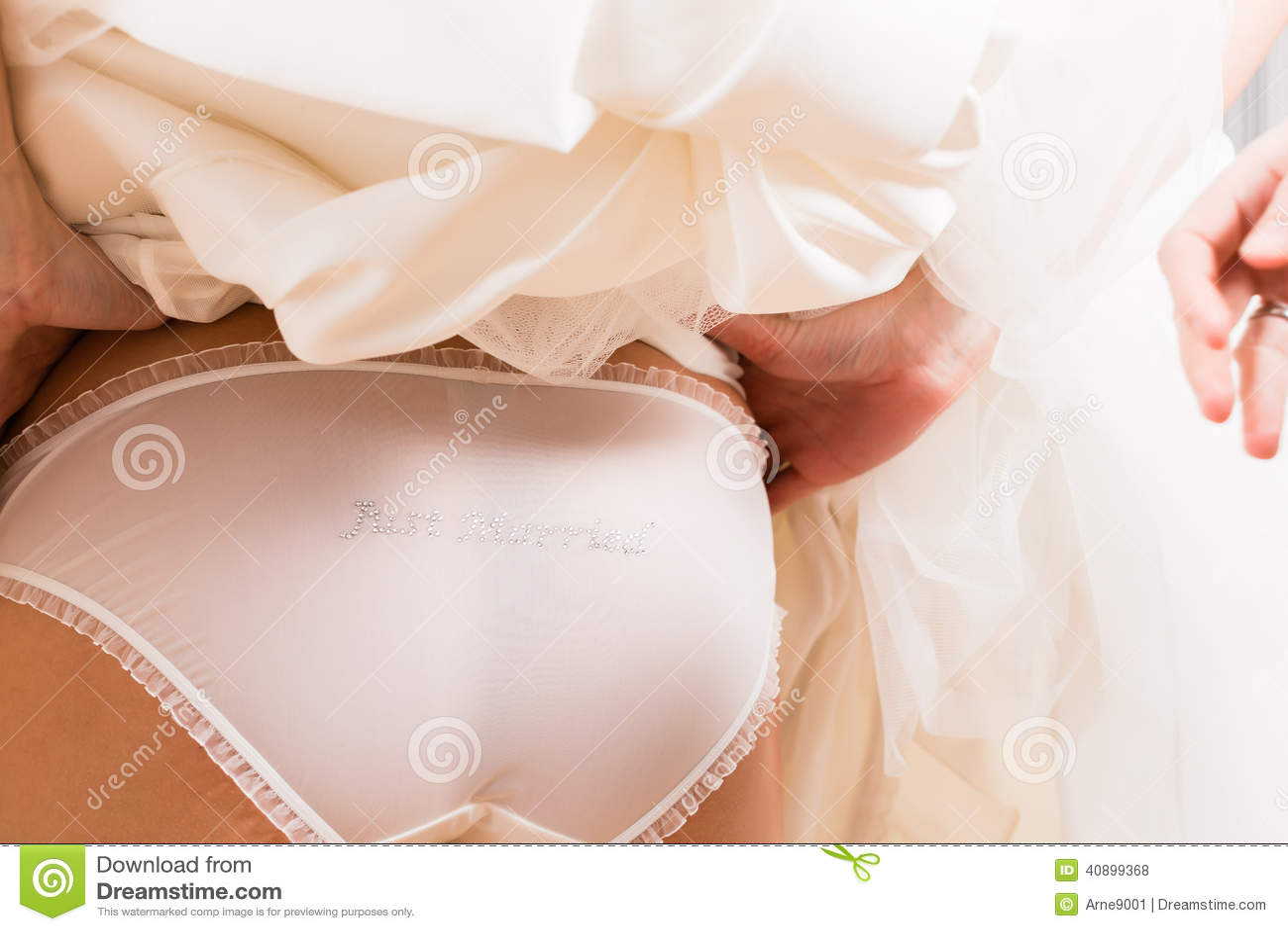 Попа невесты
