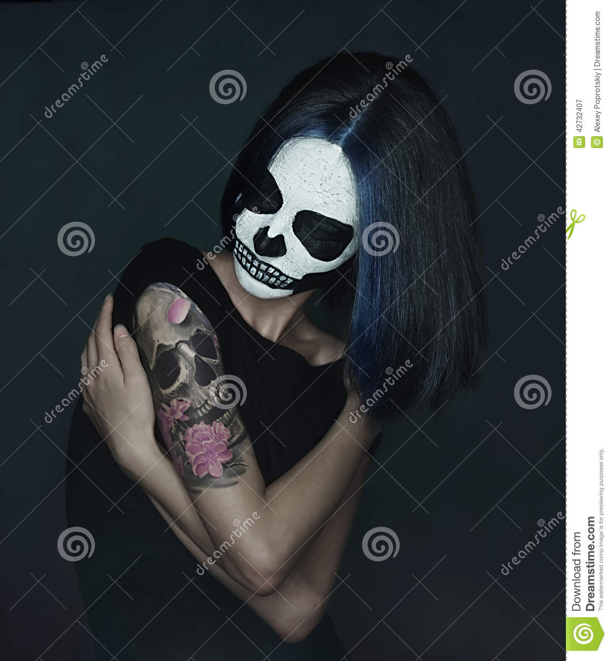 Woman with skull make-up