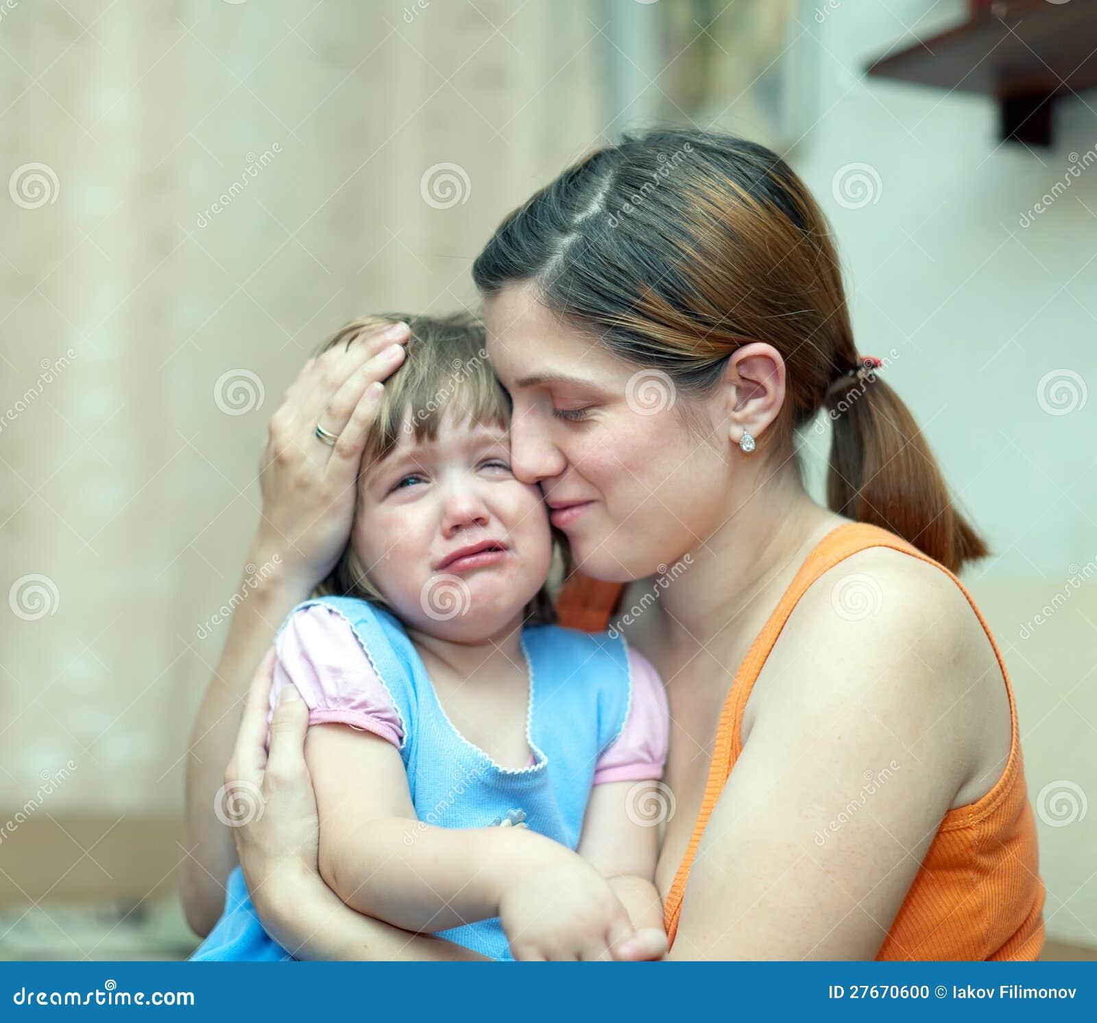 Русская мама успокаивает дочку 14 фотография