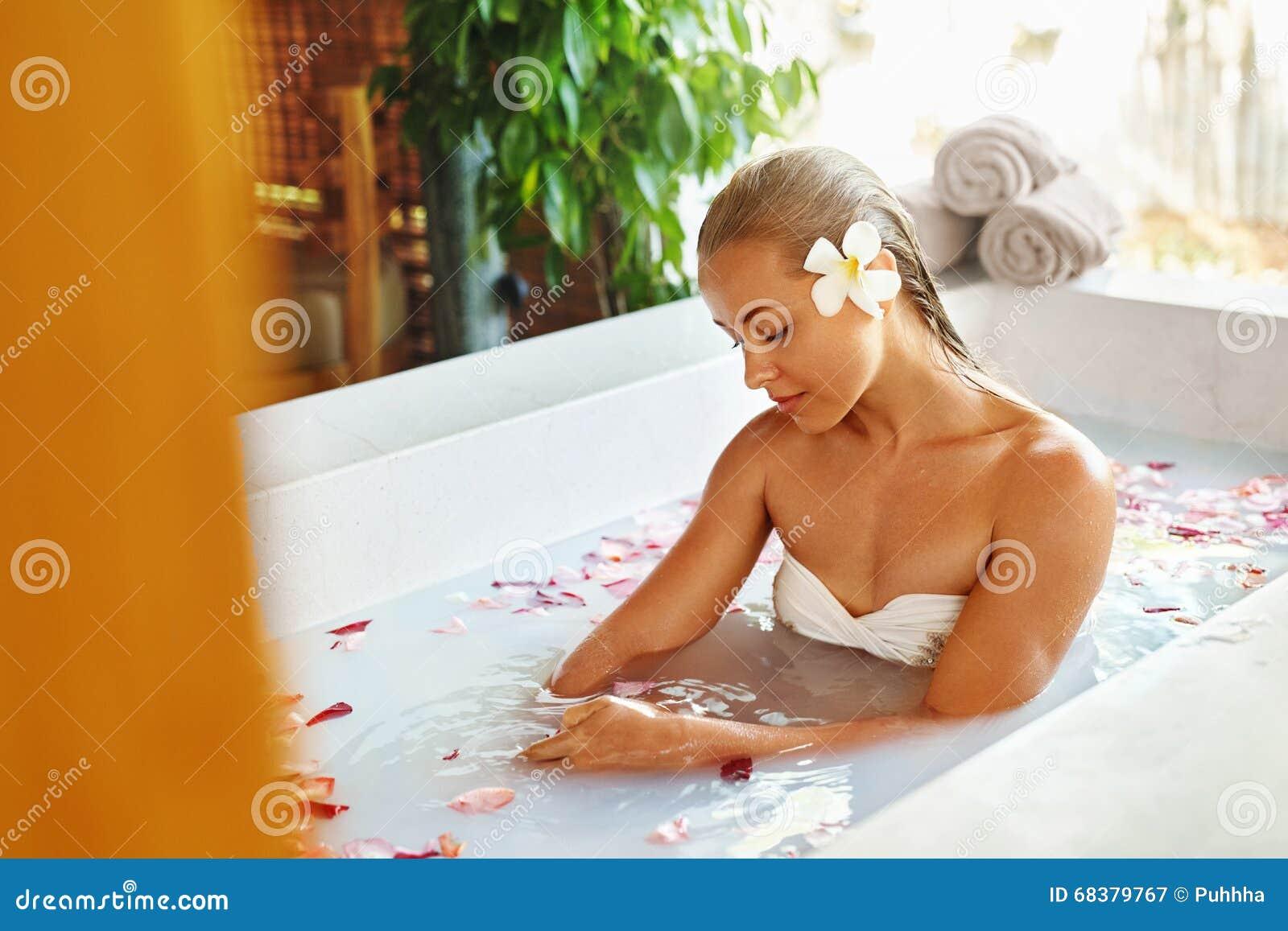 Bath having in sex tub woman woman
