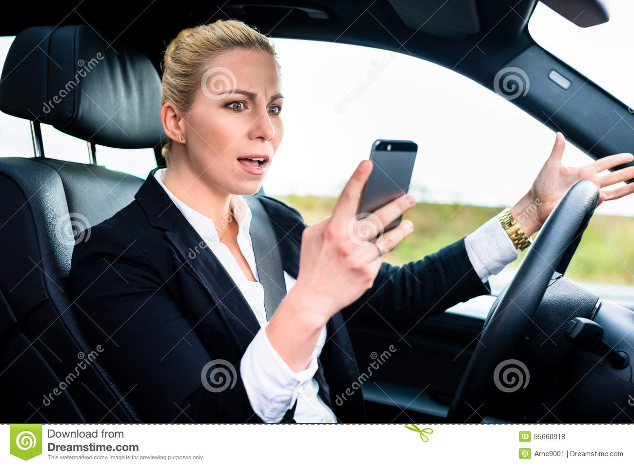 Stock Fotos E Imágenes: Woman Texting While Driving By Car Stock Photo