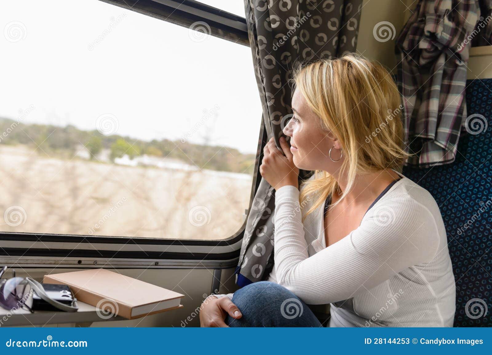 Смотрю в окно соседки 27 фотография
