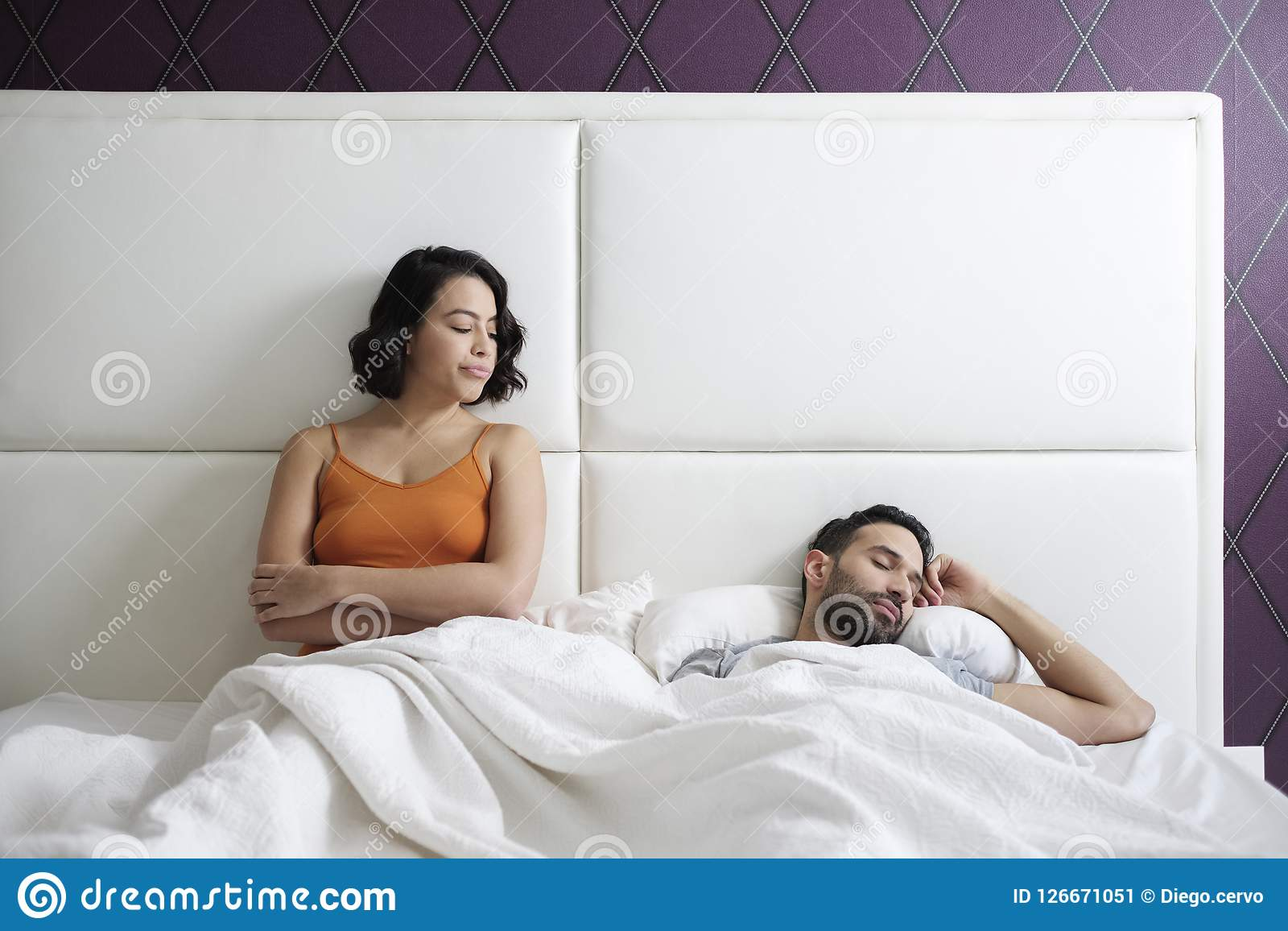 Men have sex at home with other women