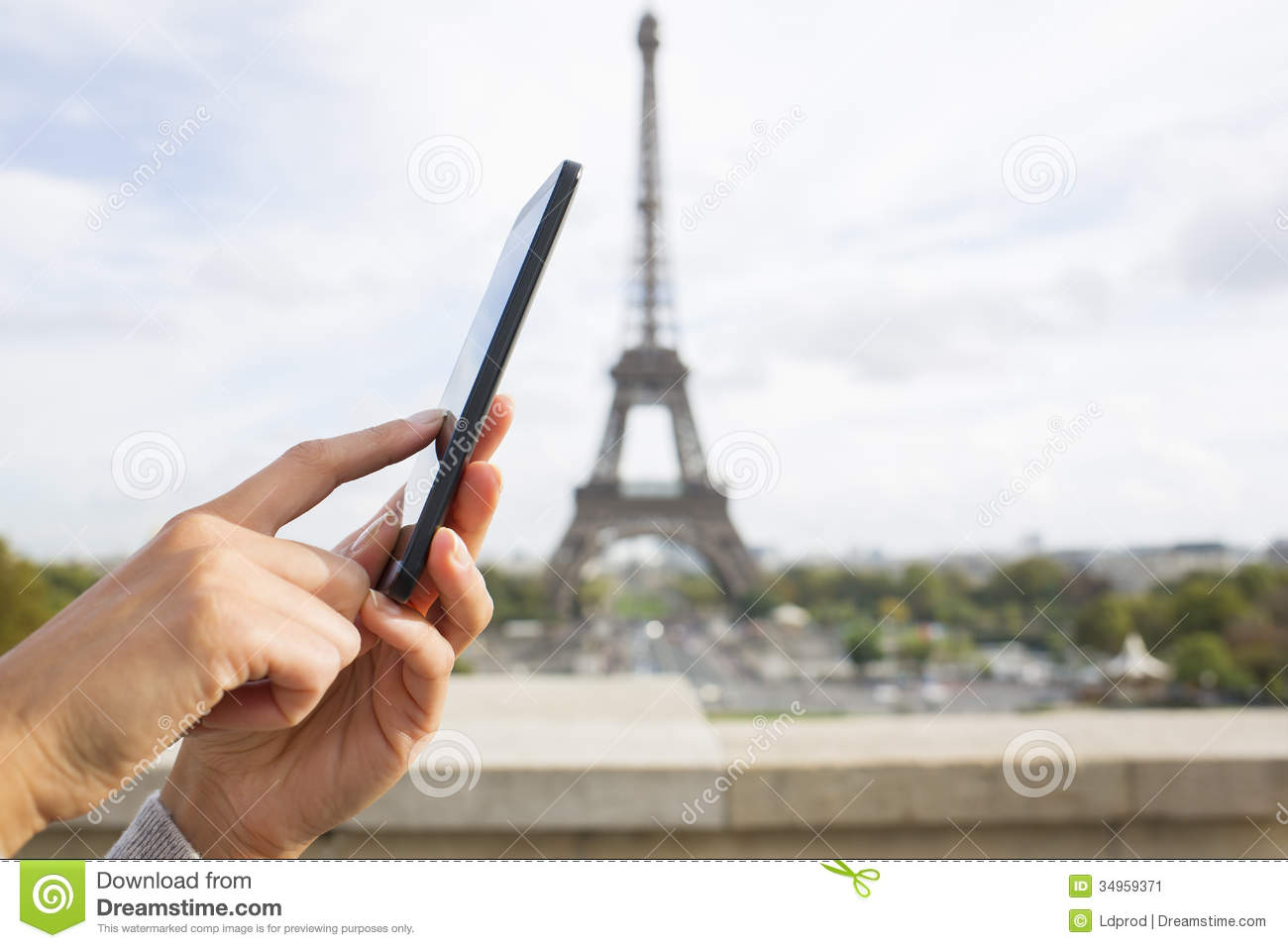 woman using her cell phone in front of eiffel tower stock image image 34959371. Black Bedroom Furniture Sets. Home Design Ideas