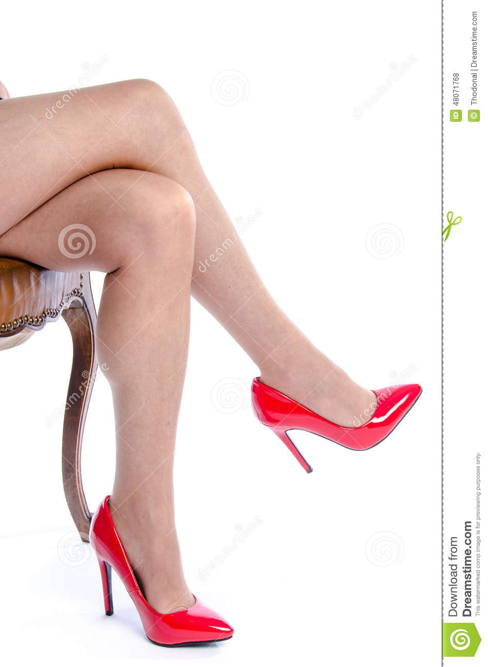 how to wear red shoes women