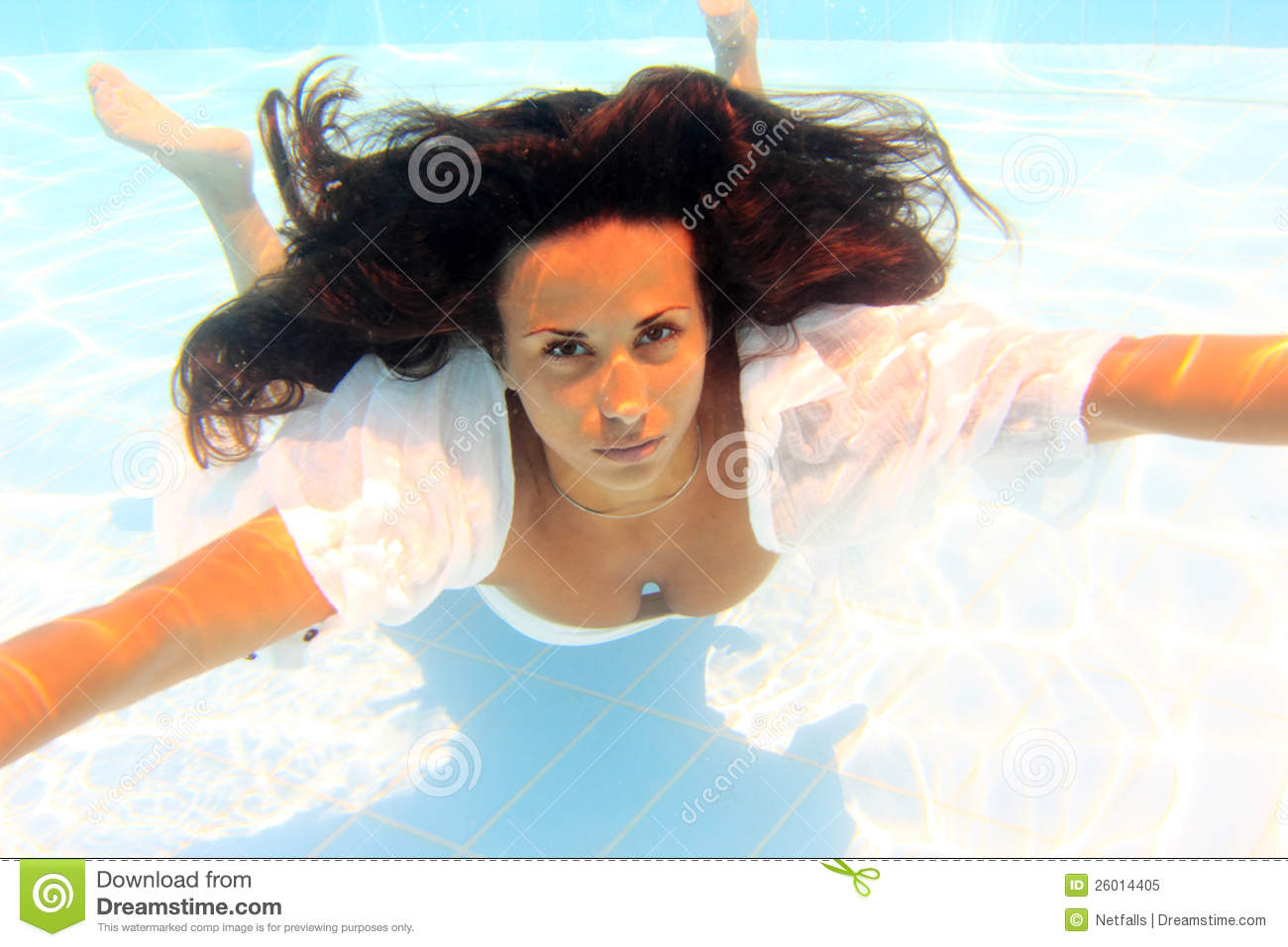 Woman wearing a white shirt swimming underwater royalty for Wearing t shirt in swimming pool