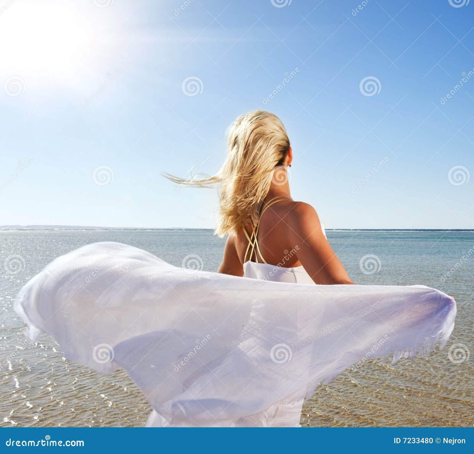 черно белые фото блондинок на море #11