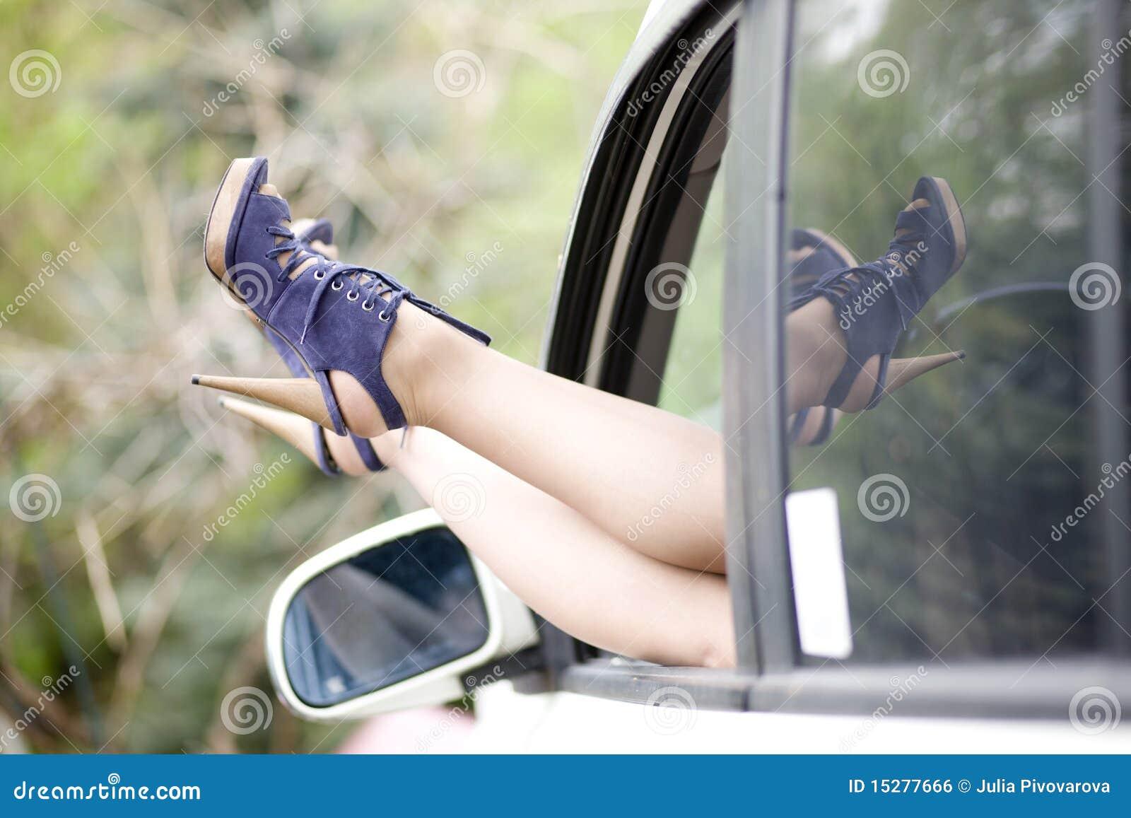 Расплата сексом за машину, За ремонт компьютера расплатилась своей жопой 27 фотография