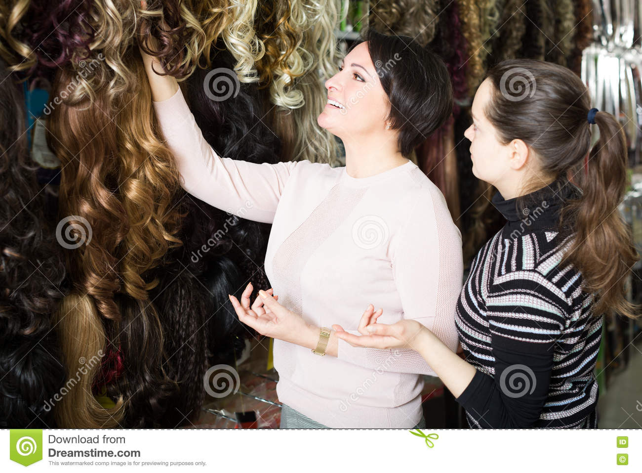 Women Buying Clip-in Natural Hair Extension Stock Image - Image of ... 993264385
