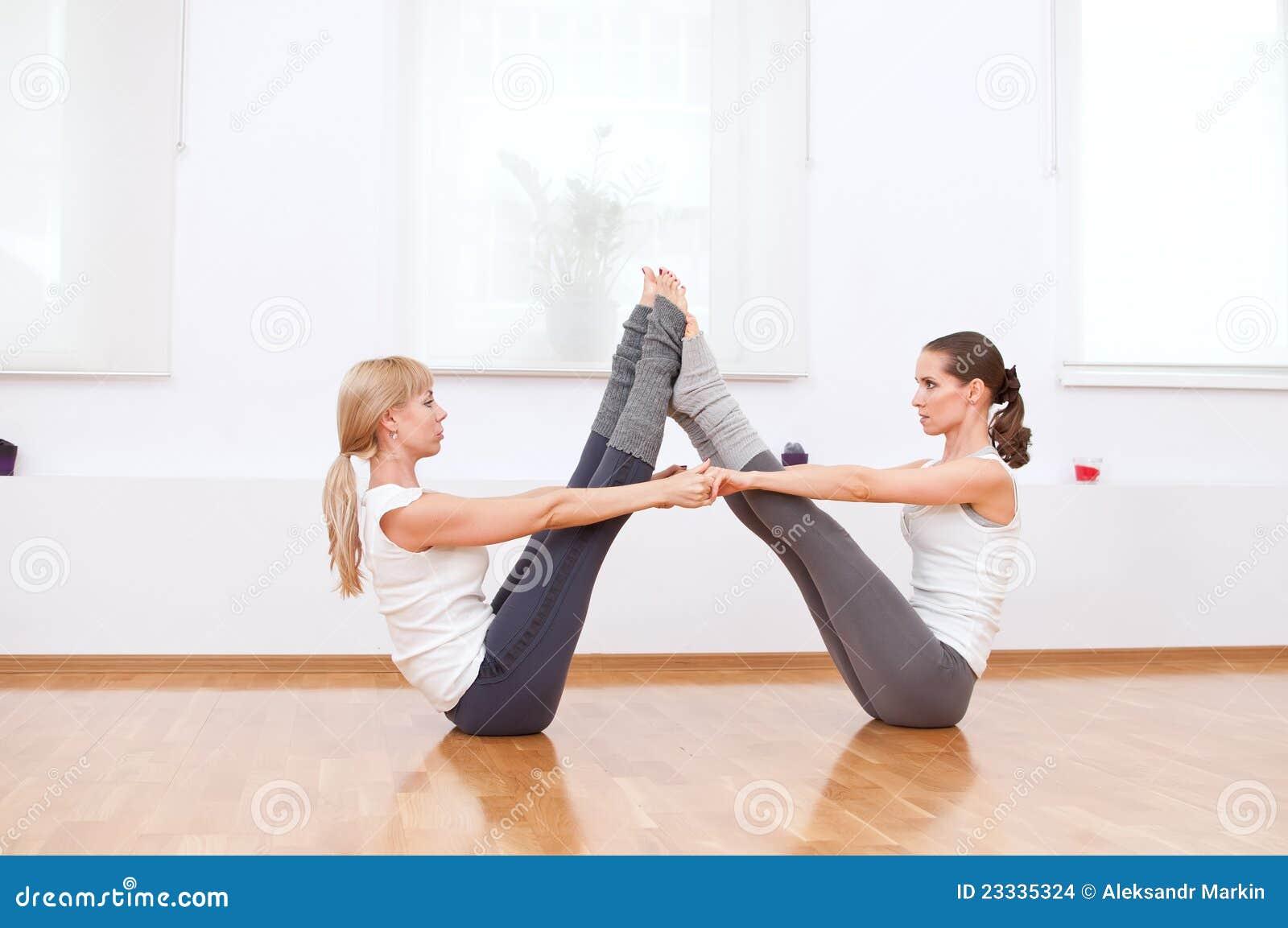 gymnastik bilder zu zweit