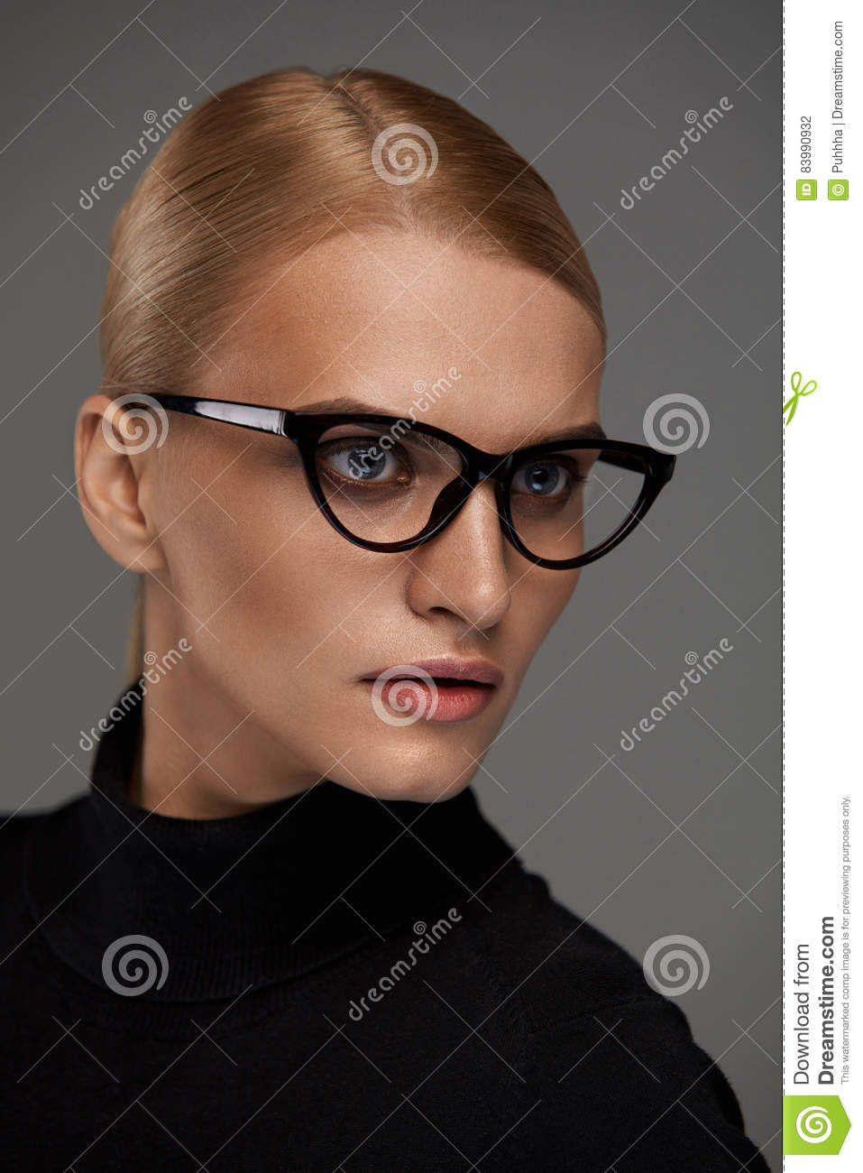 d4fb54e4f08 Women Eyewear. Beautiful Woman In Glasses