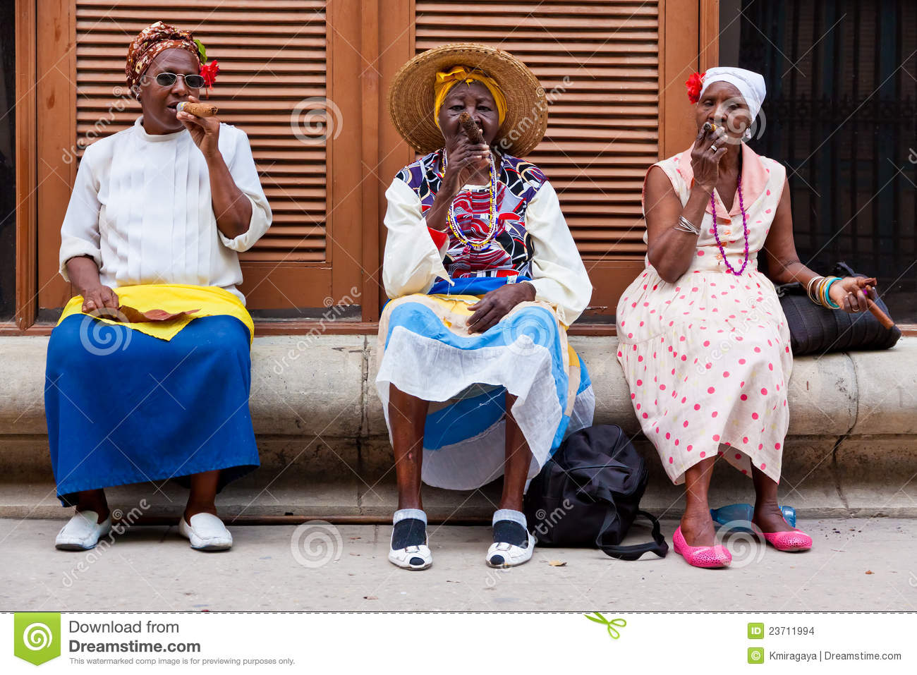 Women In Old Havana Smoking Cuban Cigars Editorial Stock ...