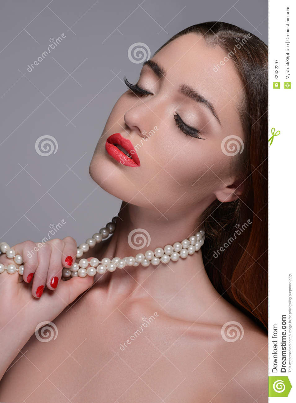 Necklace Beautiful Woman On 71