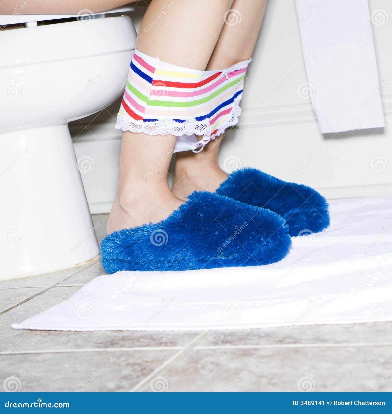 Women on toilet pics