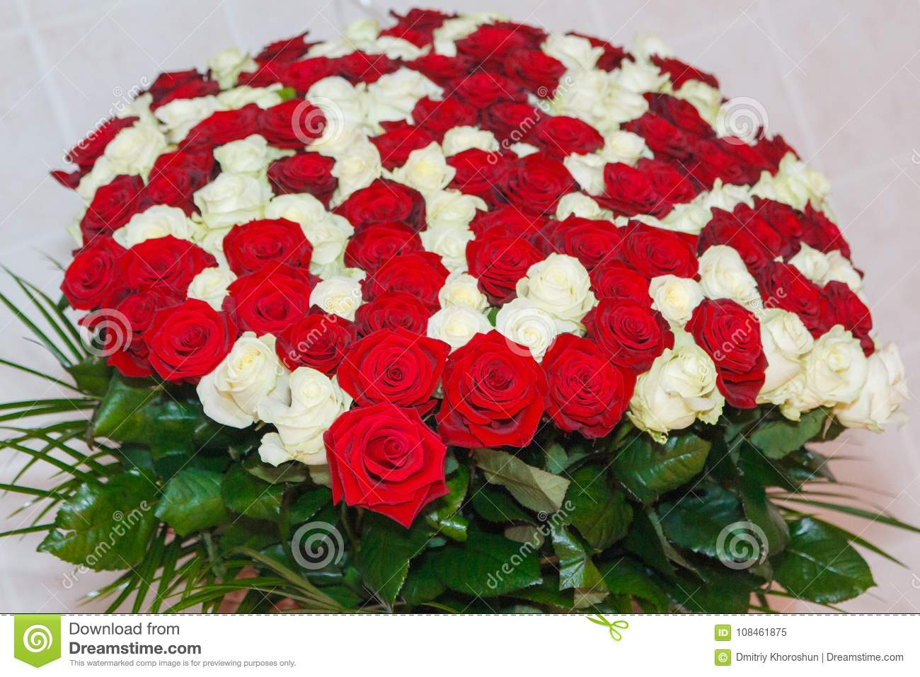 Amazing Bouquet Of Fresh Red And White Roses For Valentine`s Day ...