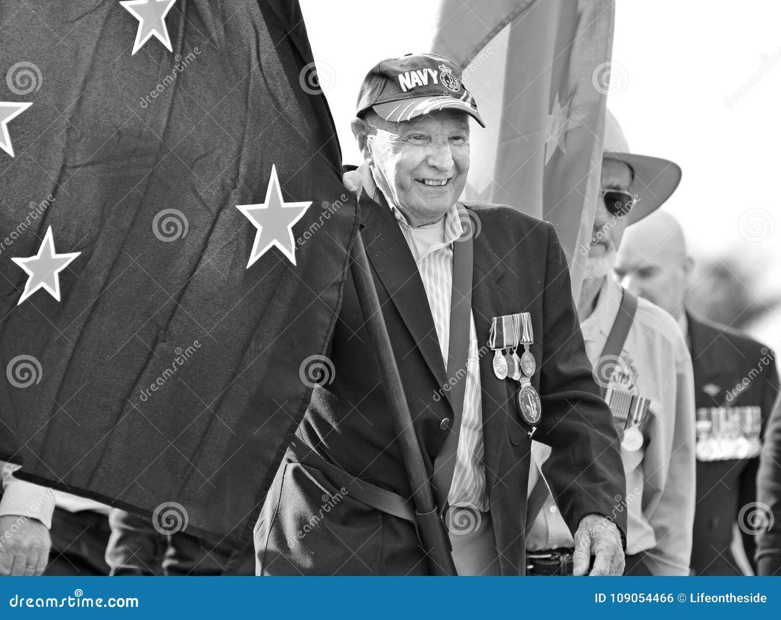 Old Australian Navy veteran leads Anzac Day parade flag bearer