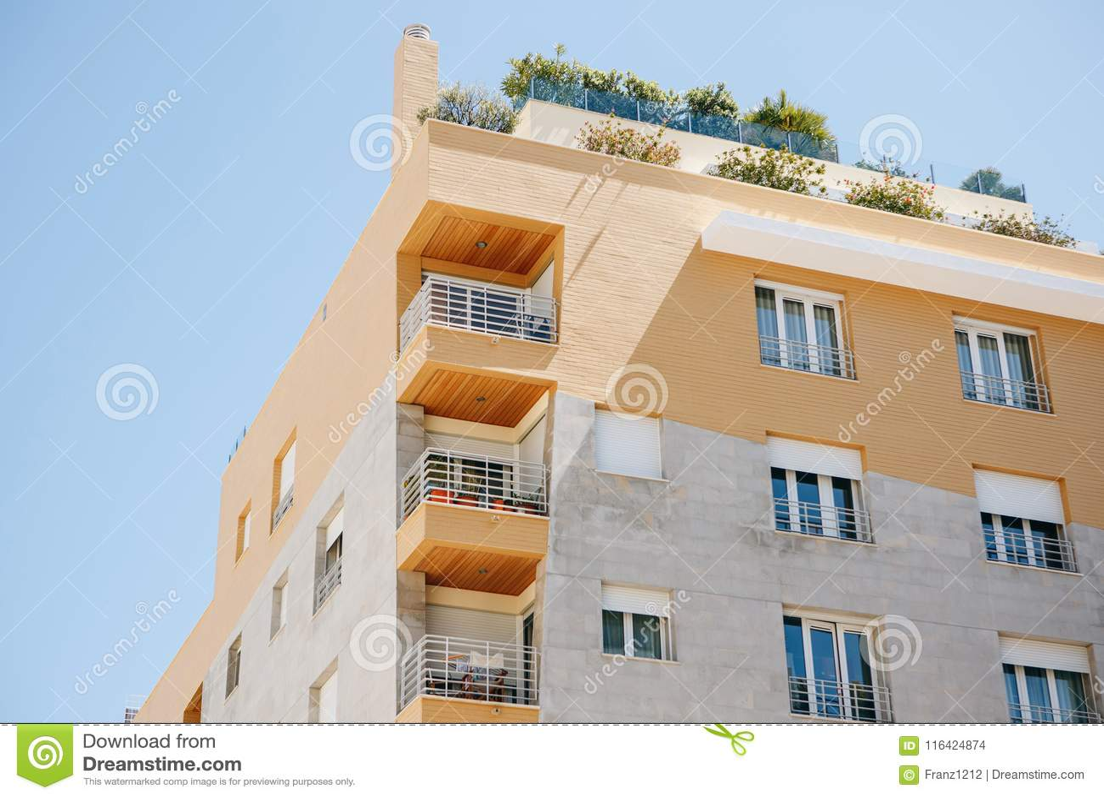 Woningbouw met balkons in Lissabon in Portugal Europese Huisvesting