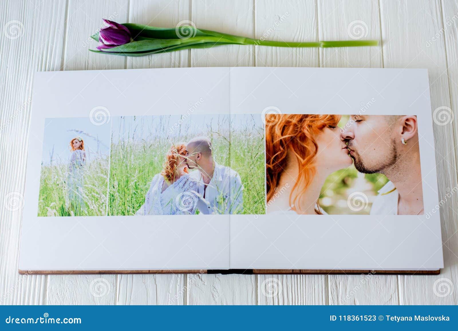Wood bröllopfotobok förbunden lyckligt förälskelsebarn Gå för brud och för brudgum av bröllopdagen