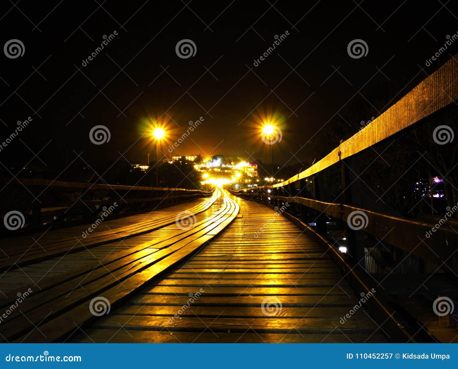 Wood bro från Sangkhlaburi Thailand