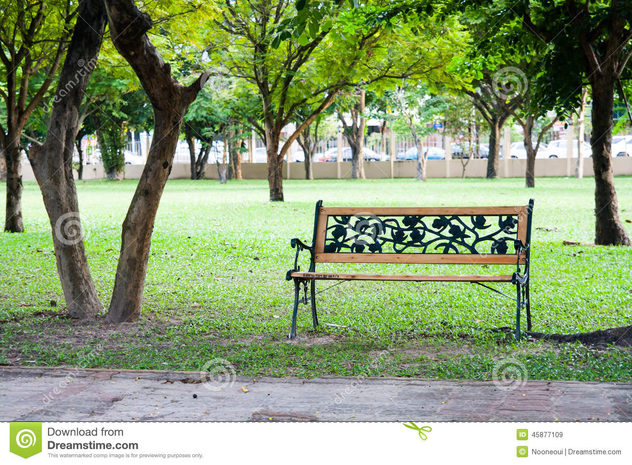 Wood chair in park stock photo image 45877109 for Sillas para parques