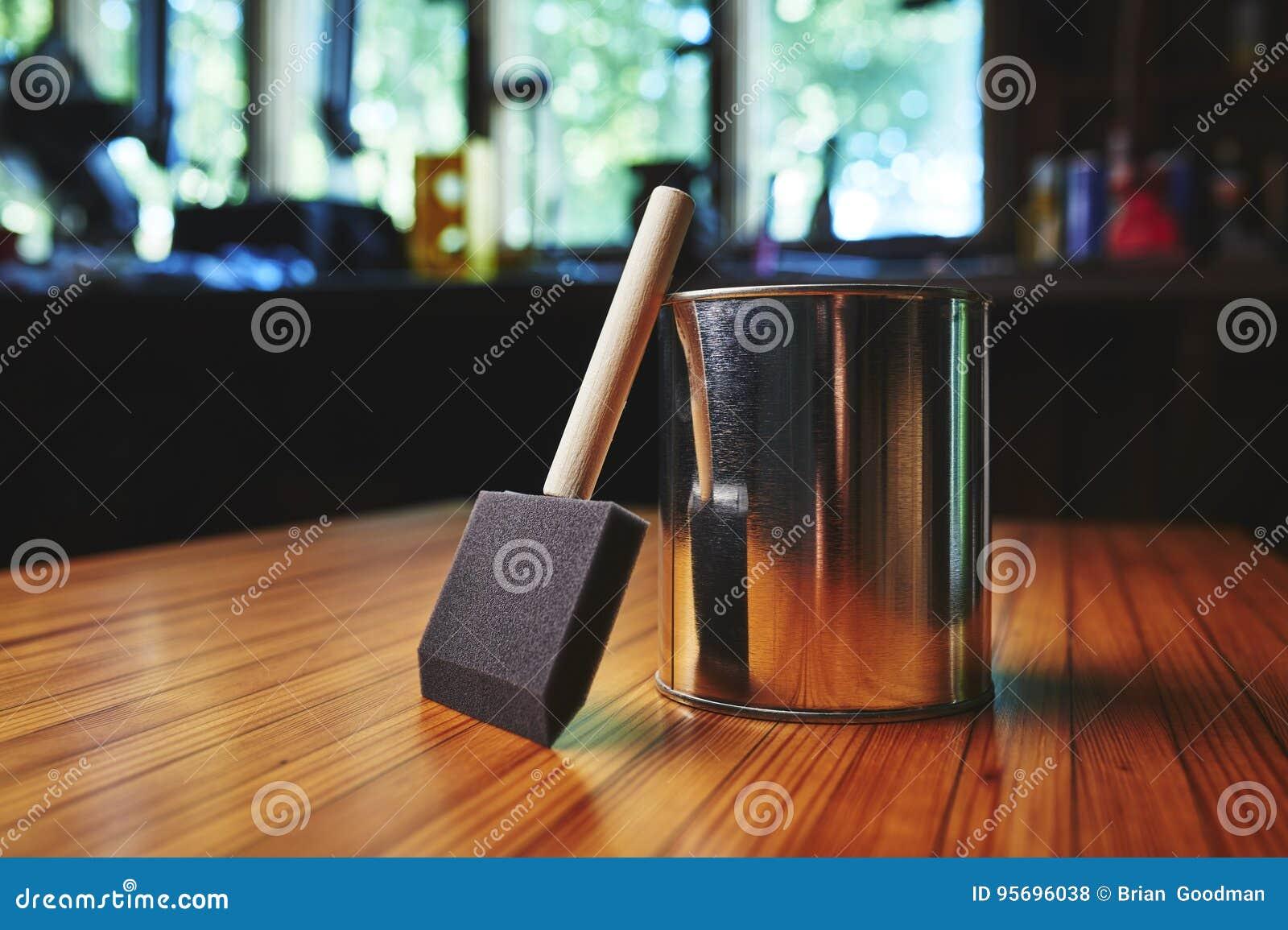 Wood finishing brush and varnish