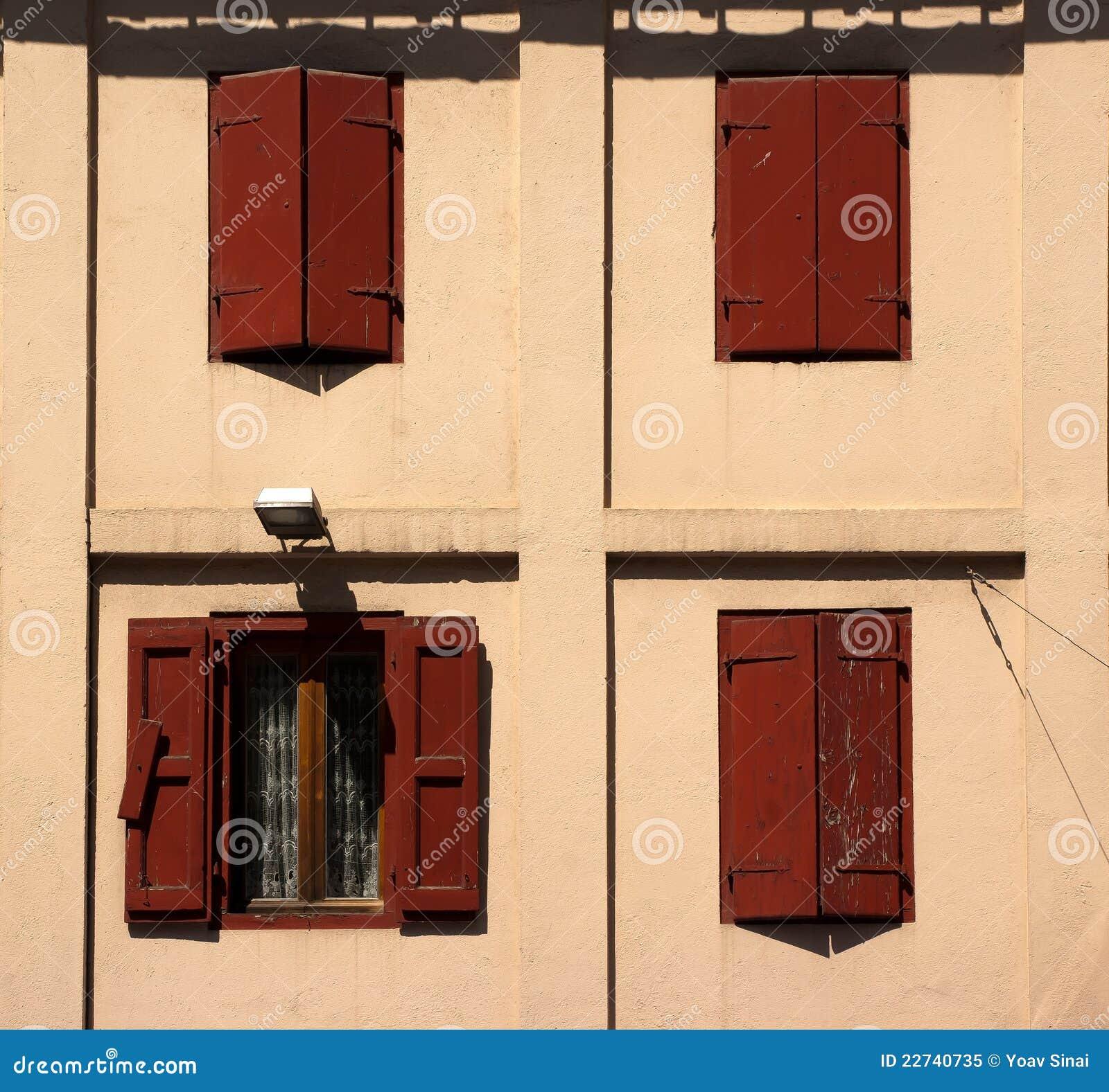 how to keep window shutters open
