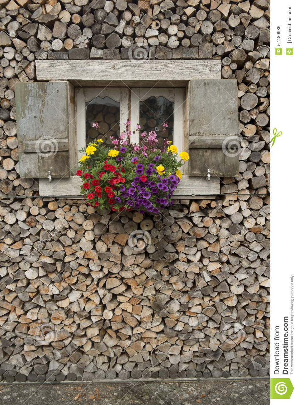 Wood store with flowers for Window in german