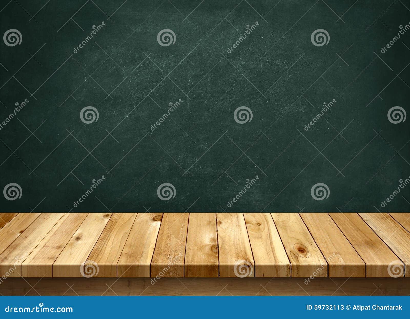 Wood tabell med svart tavlabakgrund