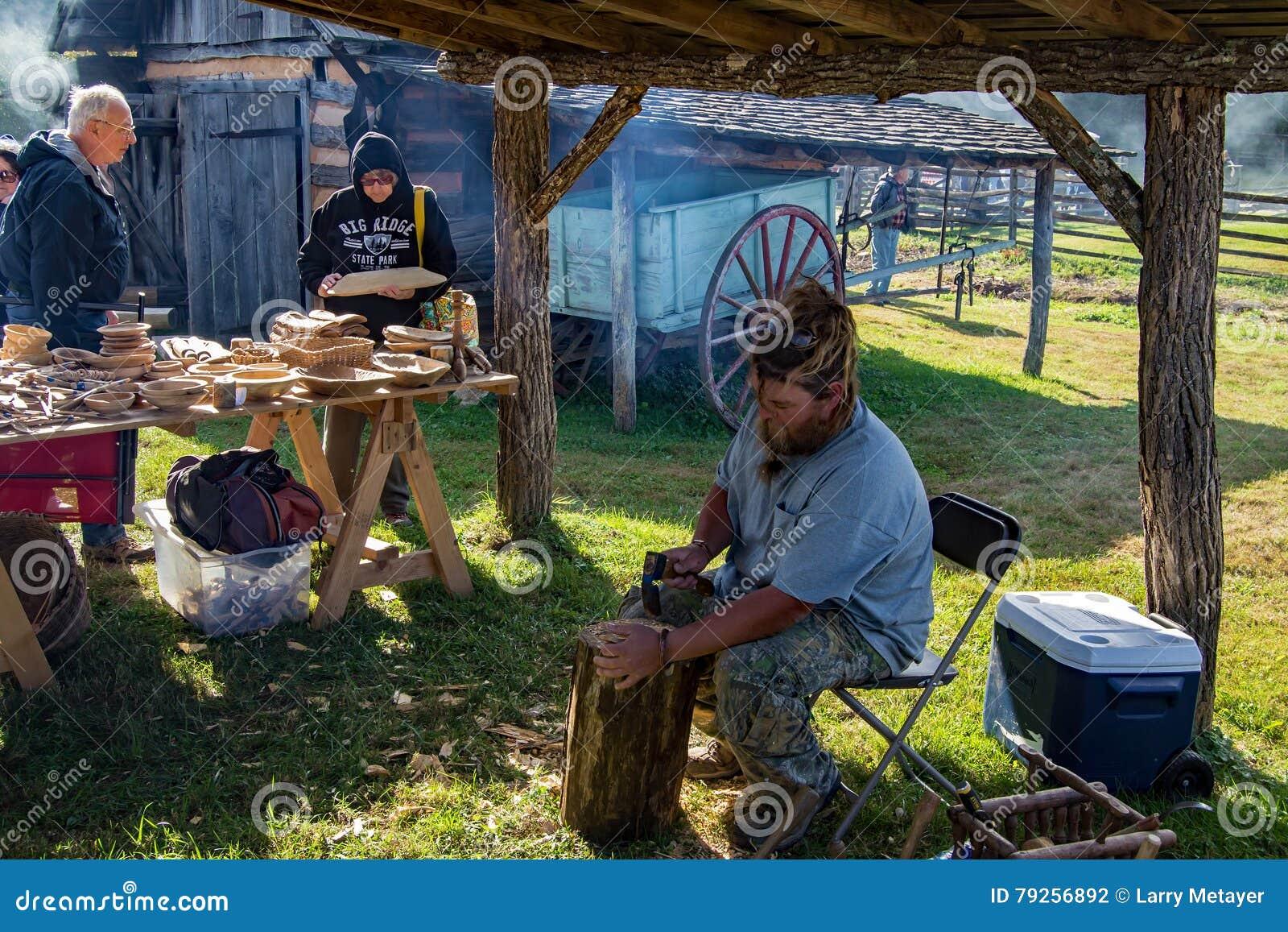 Woodcarver Creating een Kom