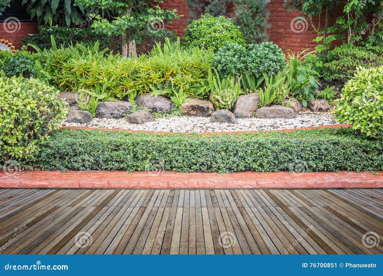 Woodecking eller durk och växt i trädgårds- dekorativt