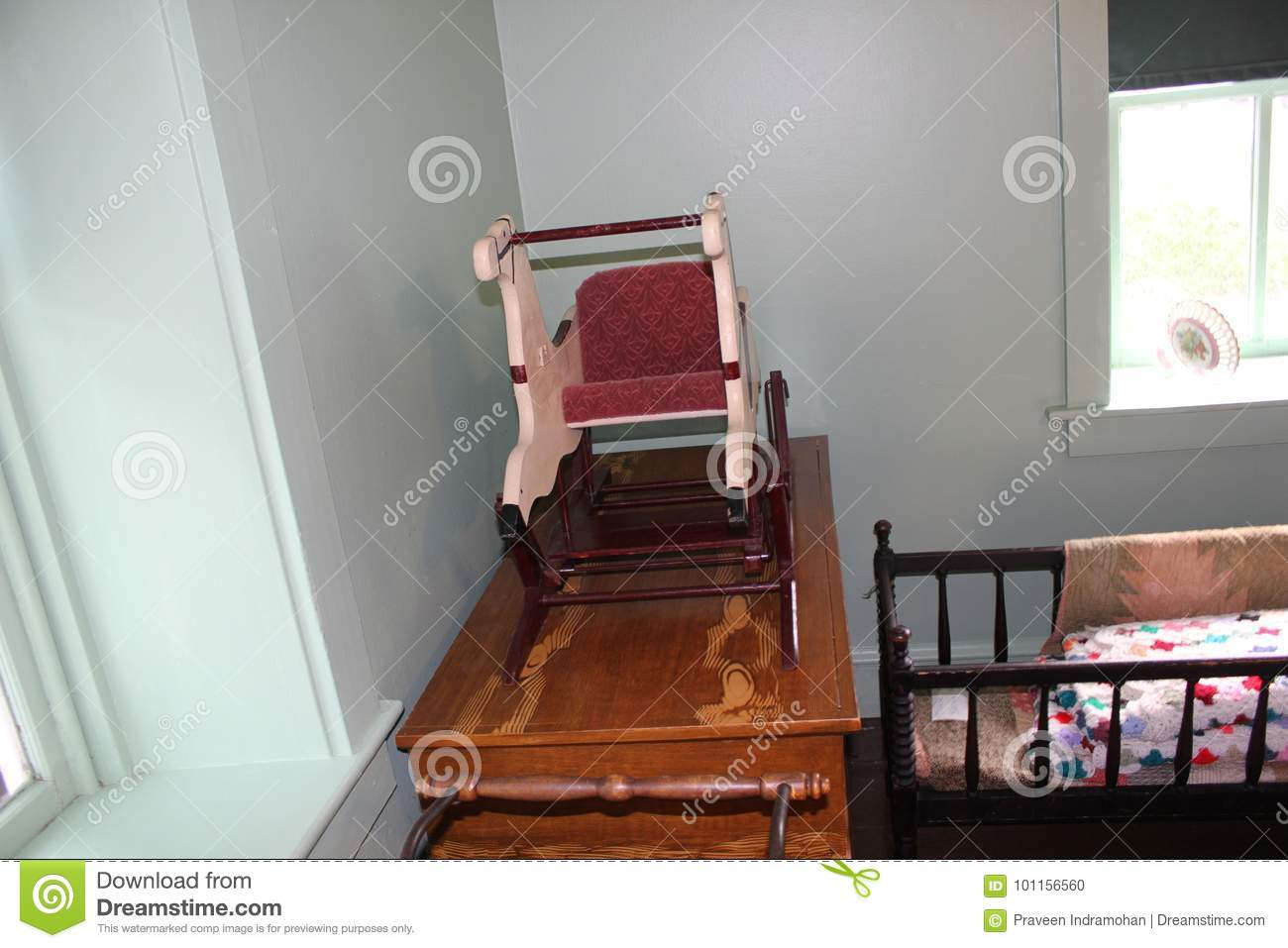 High Quality Wooden Baby Furniture And Cradle Inside Amish House
