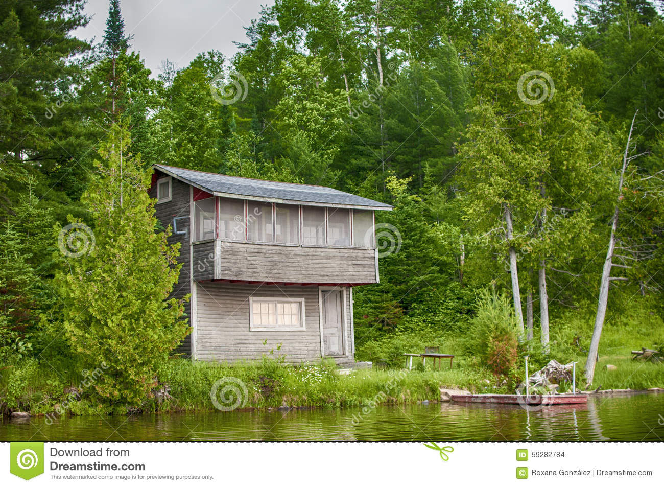 Wooden cottage by lake in ontario canada stock photo for Cottage designs ontario