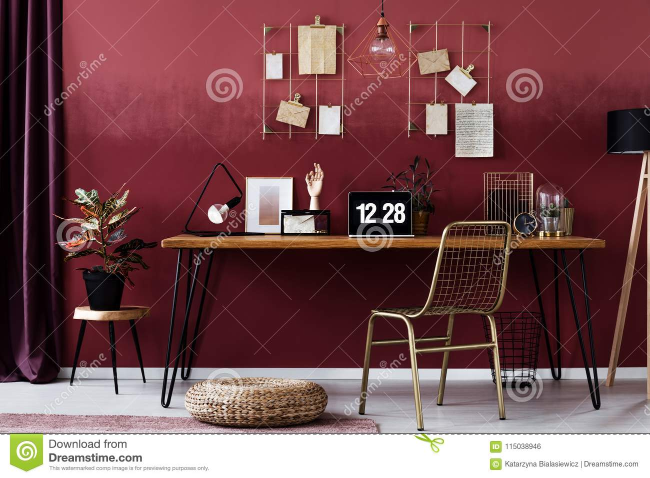 Red home office interior stock photo image of ombre 115038946 - Combinacion de colores para paredes ...
