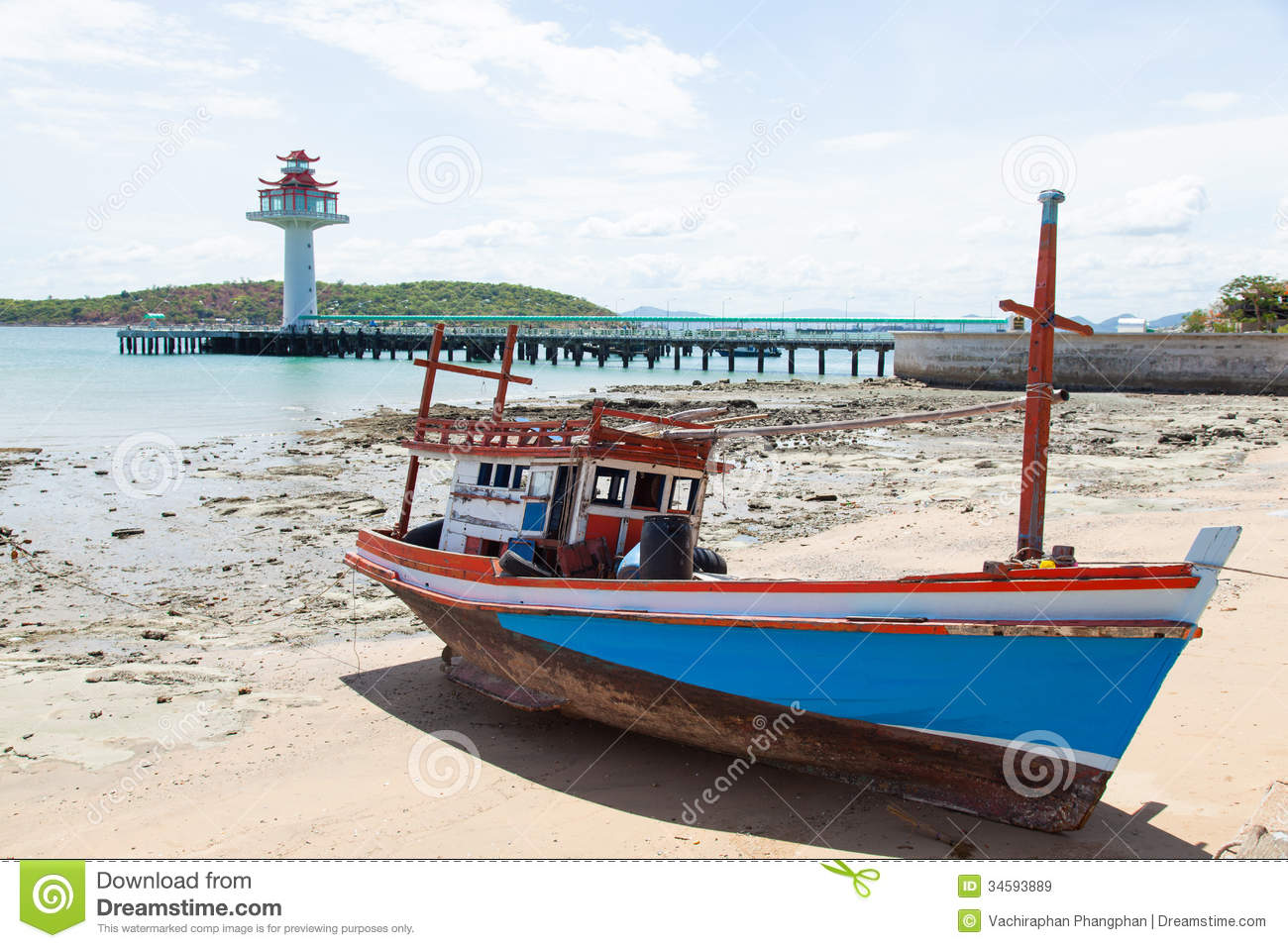 Wooden Fishing Boat Moored On The Beach. Royalty Free Stock Images - Image: 34593889