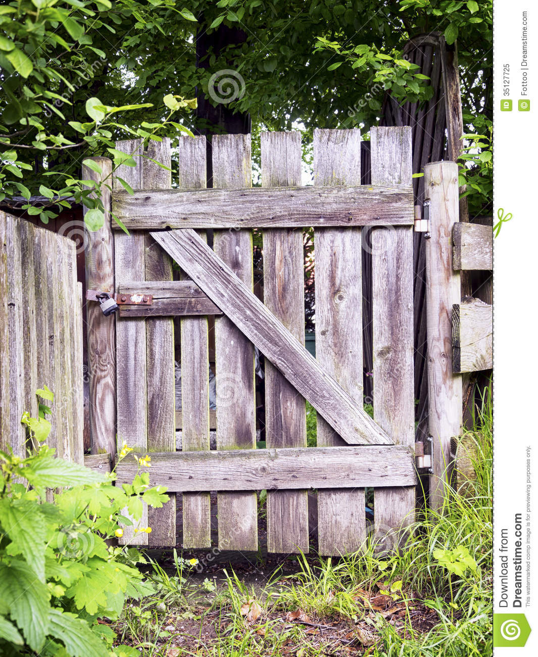 Images Of An Old Fashioned Wooden Fence And Gate