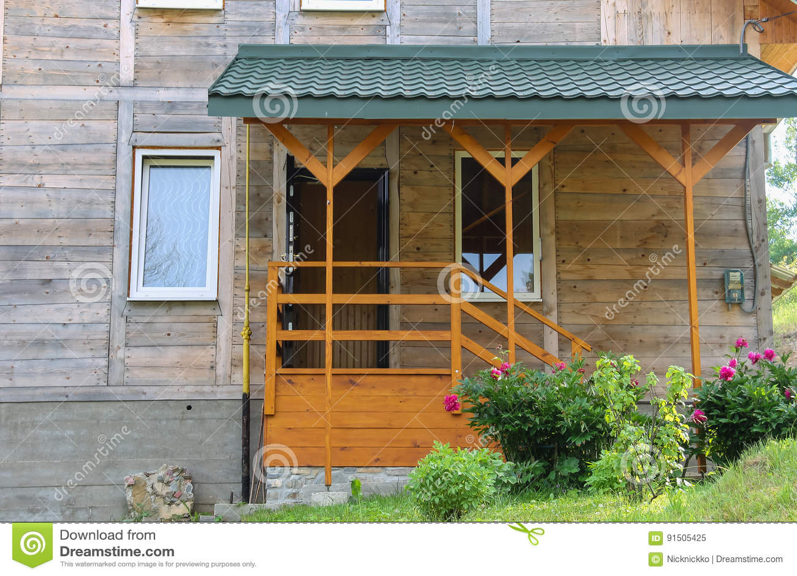 Style De Veranda Moderne wooden porch and veranda of modern cottage stock image