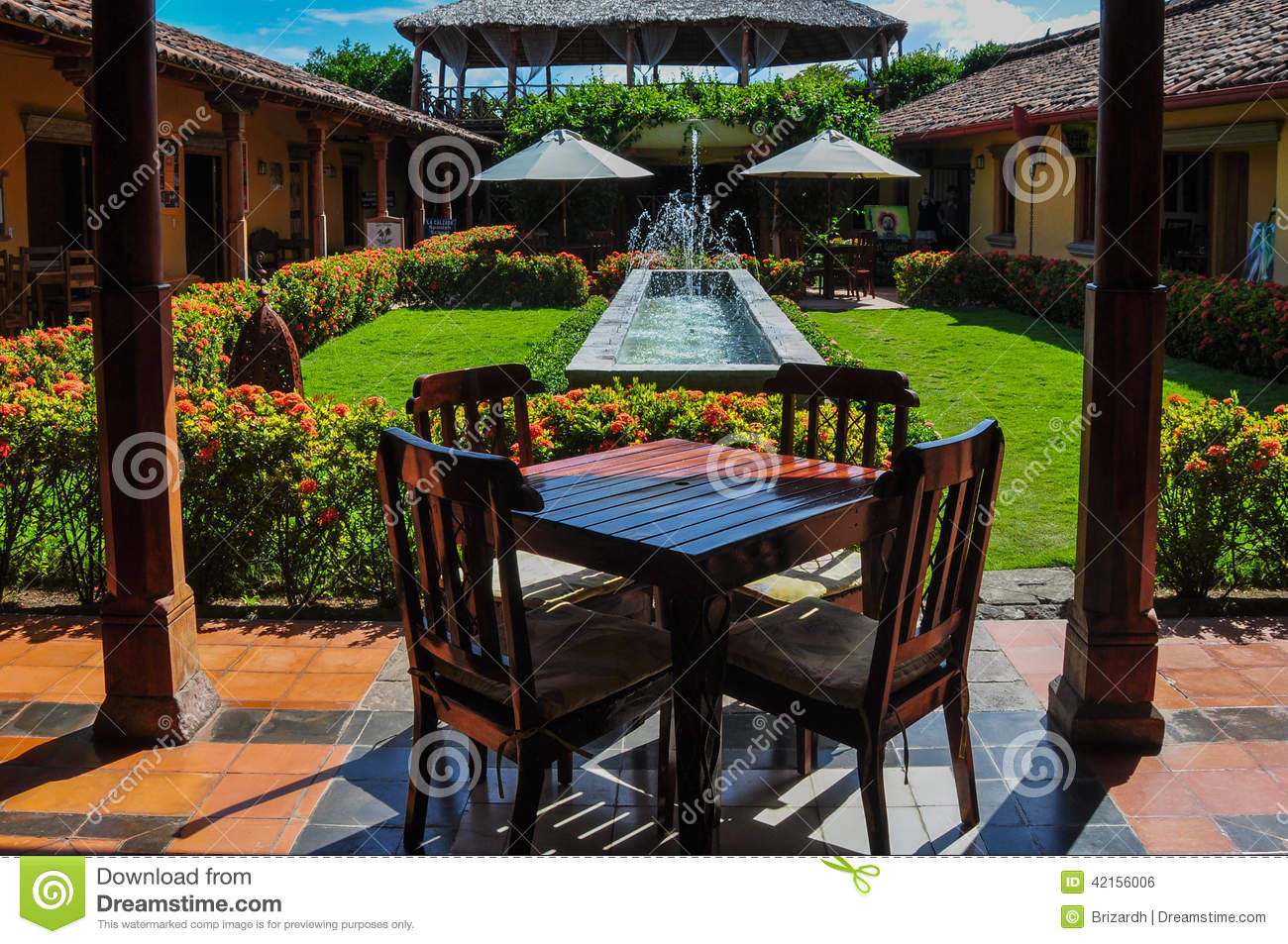 Wooden table in jardin granada nicaragua stock photo for Table jardin beauty
